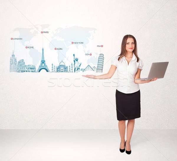 Femme d'affaires carte célèbre villes main Photo stock © ra2studio