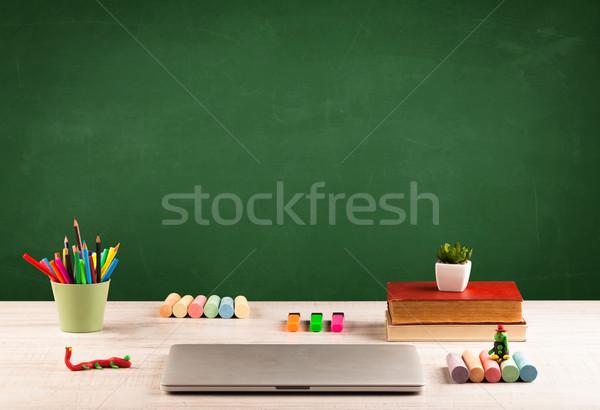 Stock foto: Schule · Schreibtisch · leer · Tafel · Zurück · in · die · Schule · Tafel