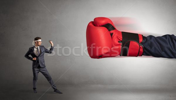 Weinig man vechten groot Rood Stockfoto © ra2studio