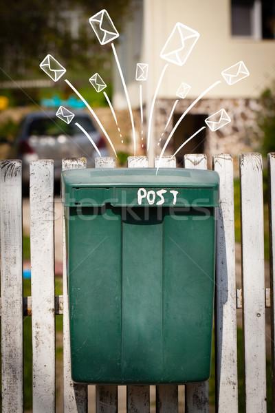 Uit mailbox brieven papier muur Stockfoto © ra2studio