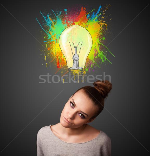 Jonge vrouw denken gloeilamp boven hoofd mooie Stockfoto © ra2studio