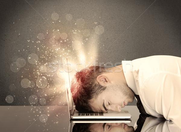 Mérges üzletember fények billentyűzet fiatal lehangolt Stock fotó © ra2studio
