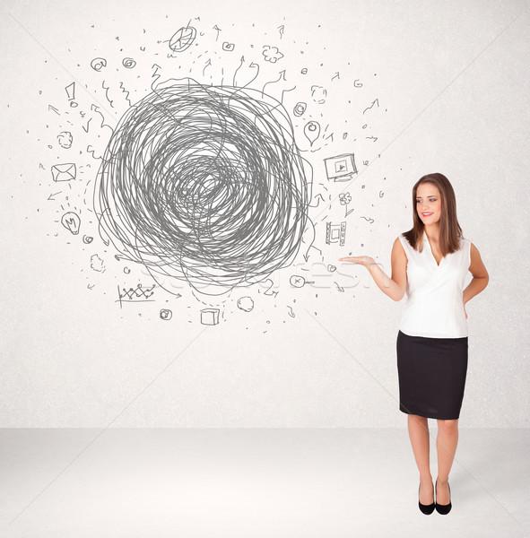 Foto stock: Jóvenes · mujer · de · negocios · los · medios · de · comunicación · garabato · negocios · Internet