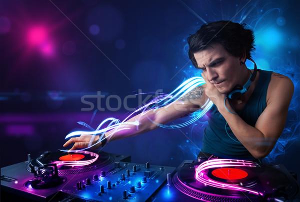 Disc jockey spelen muziek lichteffecten lichten jonge Stockfoto © ra2studio