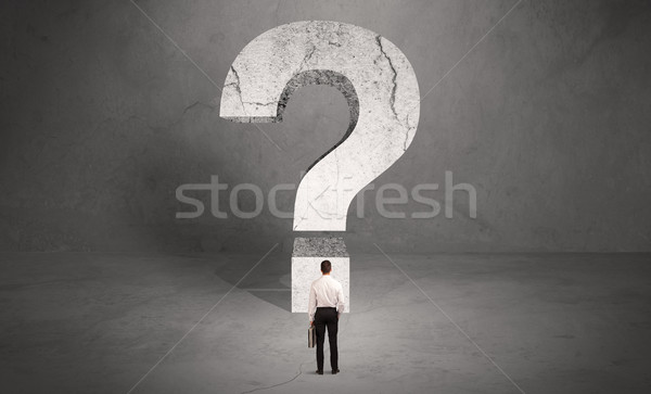 Verward zakenman groot vraagteken klein elegante Stockfoto © ra2studio