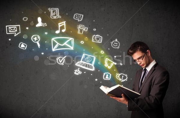 ビジネスマン 読む 図書 マルチメディア アイコン 外に ストックフォト © ra2studio