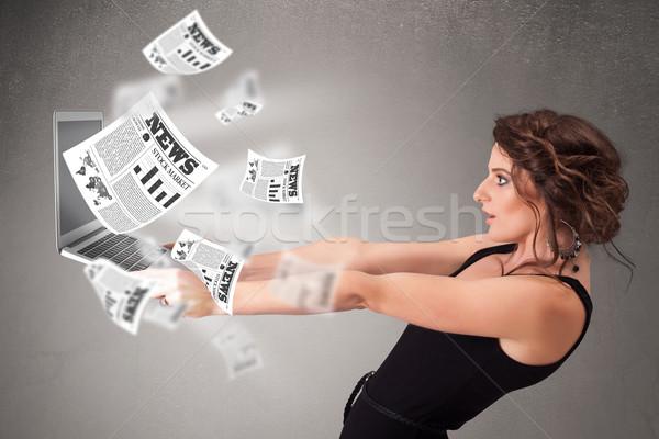 Casual mulher jovem caderno leitura explosivo novo Foto stock © ra2studio