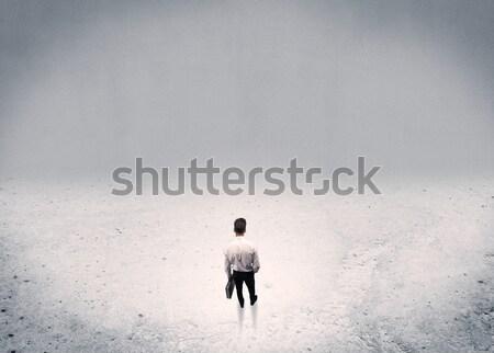 üzletember áll városi üres hely felnőtt elegáns Stock fotó © ra2studio