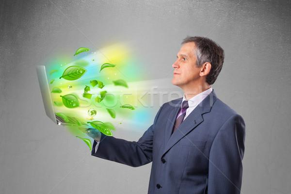 üzletember tart laptop újrahasznosít környezeti jóképű Stock fotó © ra2studio