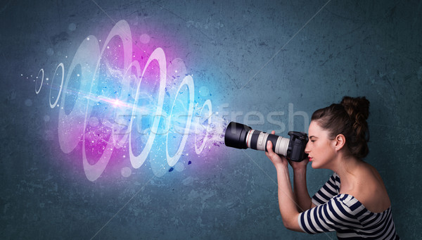 Fotograaf meisje foto's krachtig licht Stockfoto © ra2studio