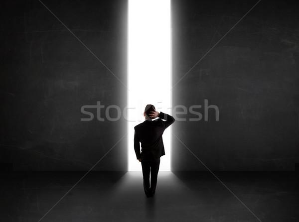 Mirando pared luz túnel apertura Foto stock © ra2studio