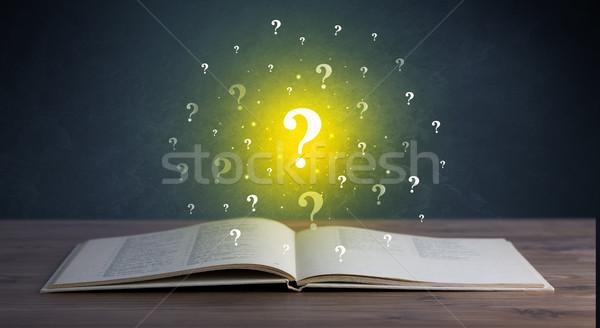 Signos de interrogación libro amarillo libro abierto pensando Foto stock © ra2studio