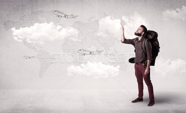 Stockfoto: Jonge · man · rugzak · knap · permanente · Maakt · een · reservekopie · vliegtuigen