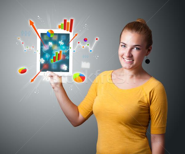Stockfoto: Vrouw · moderne · tablet · kleurrijk · diagrammen