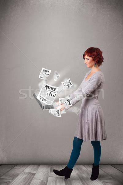Gündelik güzel genç kadın defter okuma patlayıcı Stok fotoğraf © ra2studio