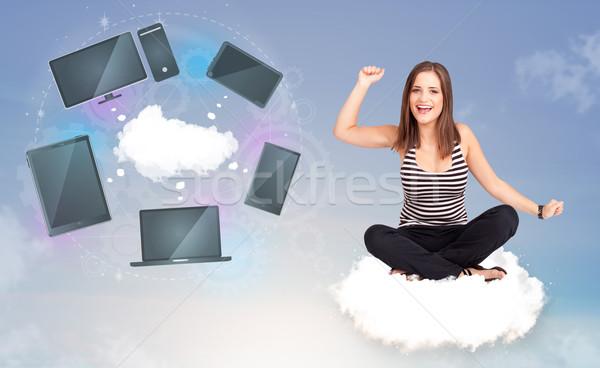 Jeune fille séance nuage réseau cloud Ouvrir la Photo stock © ra2studio