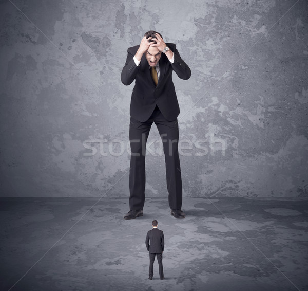 Nagy főnök néz pici munkatárs mérges Stock fotó © ra2studio