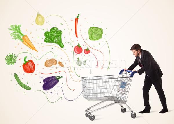 üzletember bevásárlókocsi zöldségek toló egészséges ki Stock fotó © ra2studio