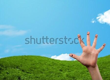 Derűs boldog mosolyog ujjak tájkép díszlet Stock fotó © ra2studio