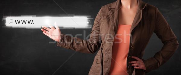 年輕 女實業家 觸摸 網頁 瀏覽器 商業照片 © ra2studio