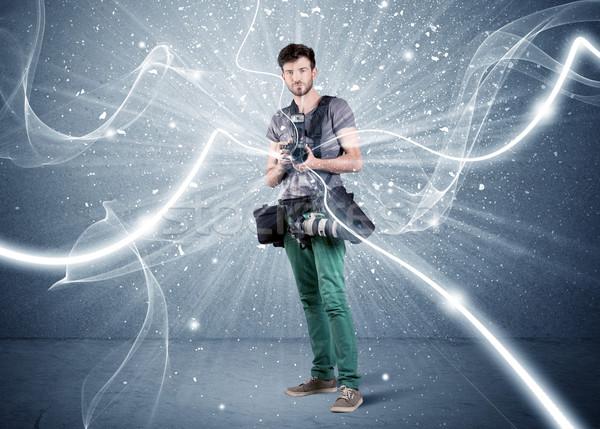 Zawodowych fotograf dynamiczny linie młodych amator Zdjęcia stock © ra2studio