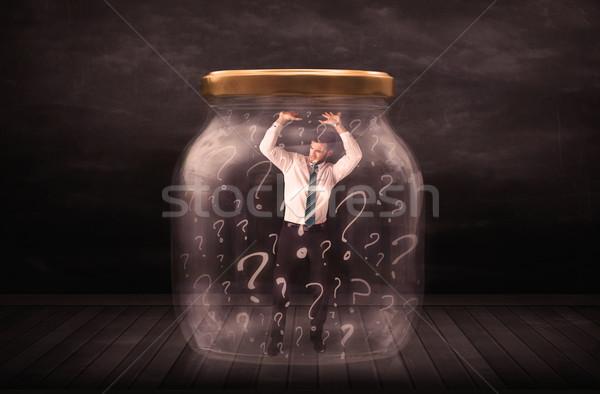 Foto stock: Empresário · trancado · jarra · pontos · de · interrogação · homem · vidro