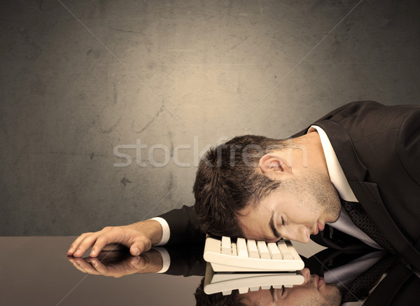 Csalódott fej billentyűzet szomorú lehangolt irodai dolgozó Stock fotó © ra2studio