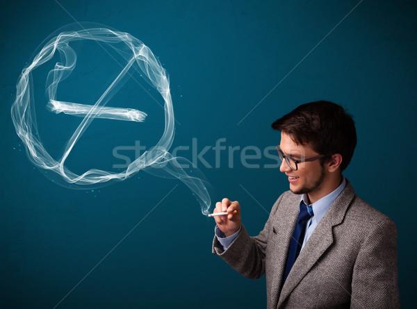 Stok fotoğraf: Genç · sigara · içme · sigara · imzalamak