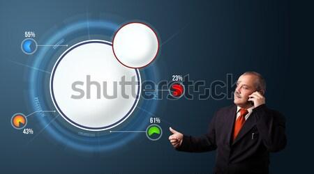 Zakenman pak presenteren abstract moderne cirkeldiagram Stockfoto © ra2studio