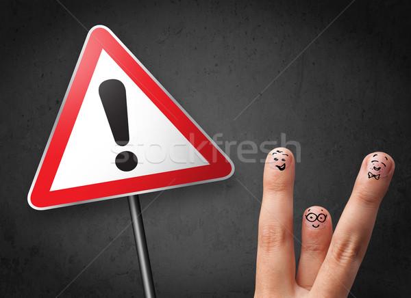Feliz alegre dedos mirando triángulo Foto stock © ra2studio