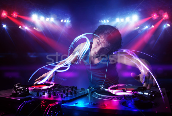 Disc jockey spelen muziek licht balk effecten Stockfoto © ra2studio