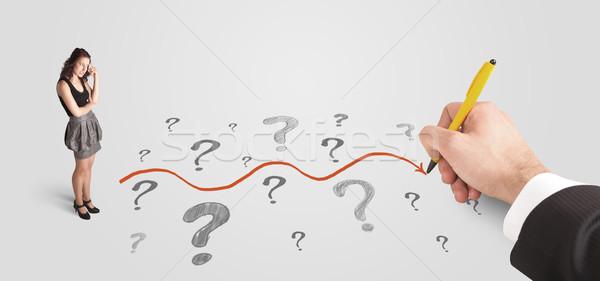 Stock fotó: üzletasszony · néz · kérdőjelek · megoldás · út · rajzolt
