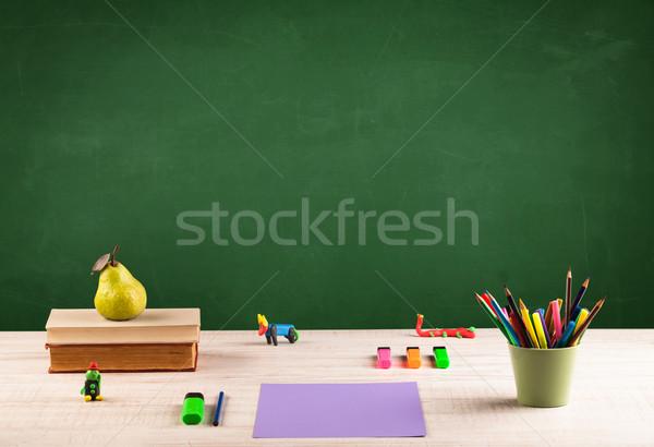 Iskola asztal üres tábla vissza az iskolába iskolatábla Stock fotó © ra2studio