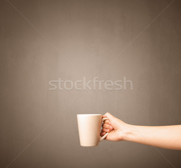 Vrouwelijke hand thee mok jonge Stockfoto © ra2studio