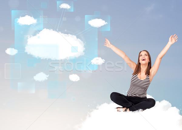 Photo stock: Fille · heureuse · regarder · modernes · réseau · cloud · heureux · jeune · fille