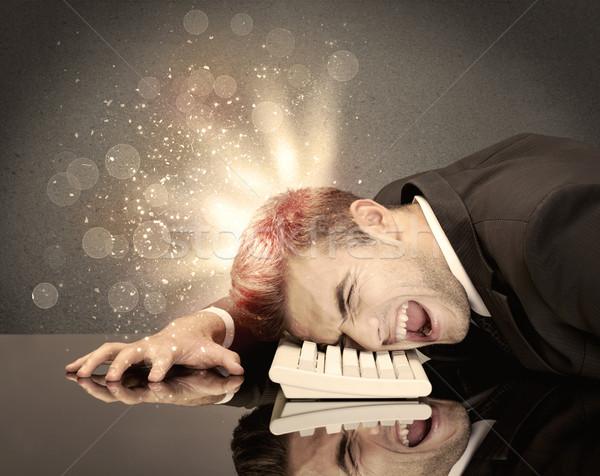 Arrabbiato imprenditore luci tastiera giovani depresso Foto d'archivio © ra2studio