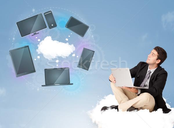 Gelukkig jonge zakenman vergadering wolk genieten Stockfoto © ra2studio
