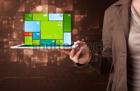 Hölgy tart tabletta modern szoftver fiatal Stock fotó © ra2studio