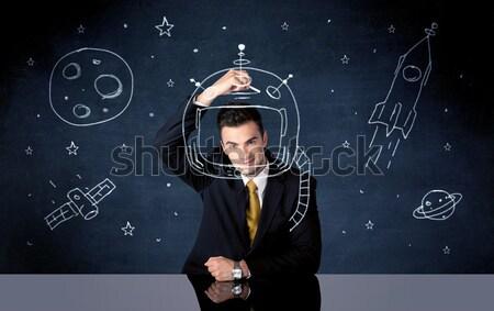 Foto d'archivio: Vendite · persona · disegno · casco · spazio · razzo