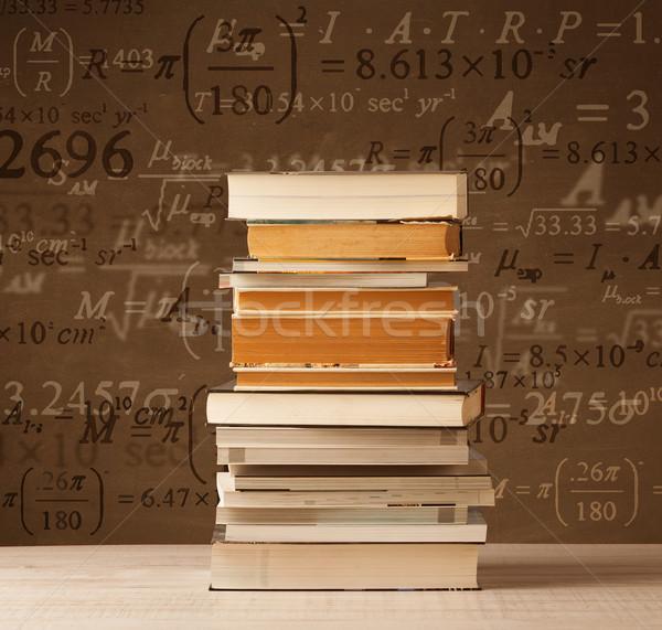 Libri vintage math formule battenti fuori Foto d'archivio © ra2studio