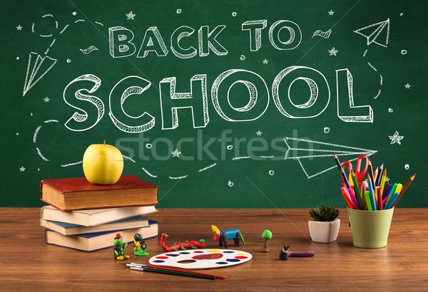 Powrót do szkoły tablicy student biurko piśmie jabłko Zdjęcia stock © ra2studio