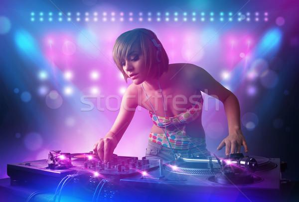Disc jockey muziek draaitafels fase lichten mooie Stockfoto © ra2studio