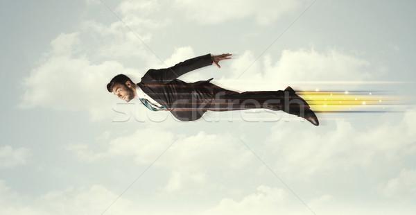 Foto stock: Feliz · homem · de · negócios · voador · rápido · céu · nuvens