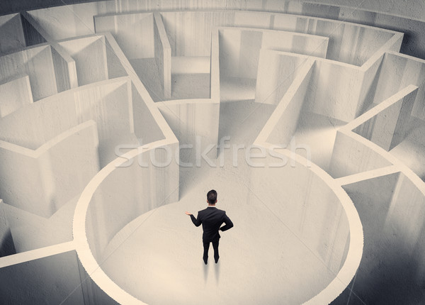 Stock fotó: üzletember · áll · labirintus · központ · zavart · üzletember