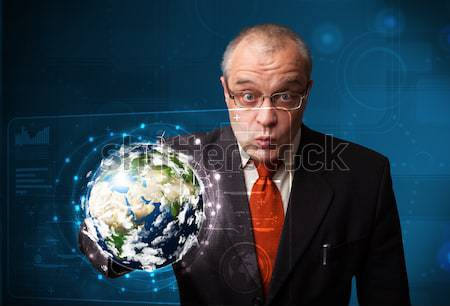 Zakenman aanraken 3D aarde paneel permanente Stockfoto © ra2studio