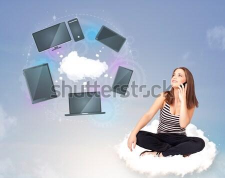 Jong meisje vergadering wolk genieten cloud-netwerk dienst Stockfoto © ra2studio