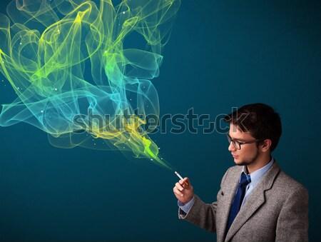 Foto stock: Hombre · guapo · fumar · cigarrillo · colorido · humo · guapo