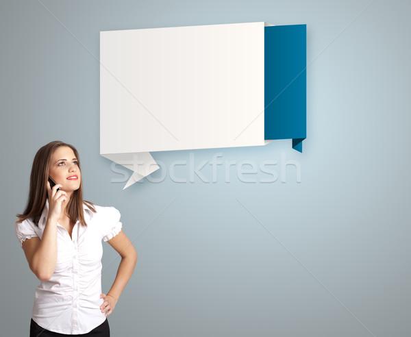 漂亮 年輕女子 常設 現代 摺紙 複製空間 商業照片 © ra2studio
