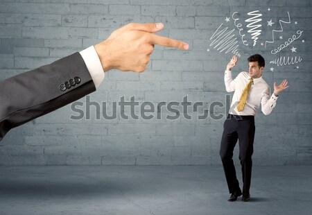 Eladó főnök alkalmazott hatalmas kéz mutat Stock fotó © ra2studio