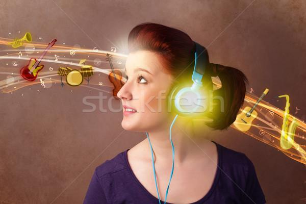 Auriculares escuchar música bastante mujer música Foto stock © ra2studio